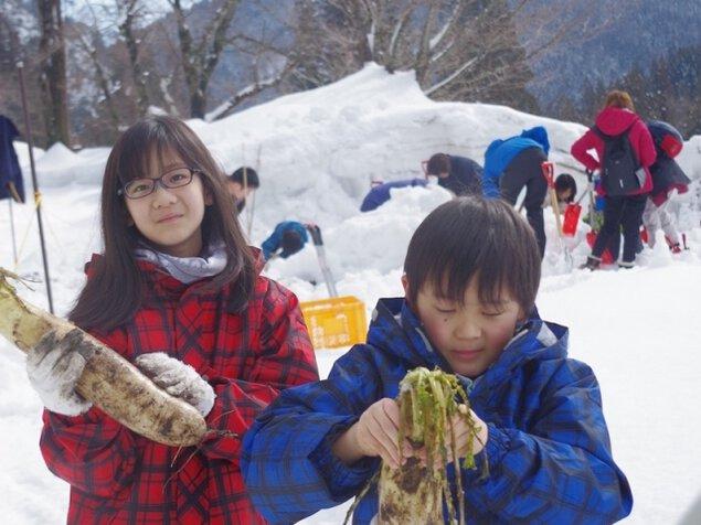 雪堀り大根でポトフ&薪ストーブピザ作り