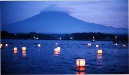 富士河口湖灯籠流し