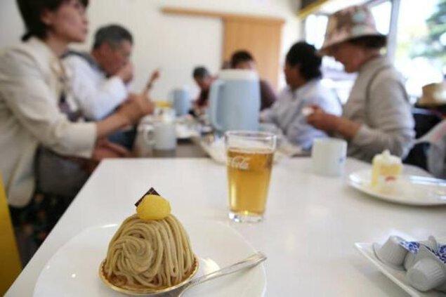 スイーツ食べ歩きウォーク(和&洋)とカップケーキのデコレーション体験