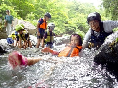 南アルプスの清流で川遊び