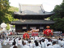 ガイド散策 瀧尾神社の神幸祭 個性的な出し物と泉涌寺への神輿入り