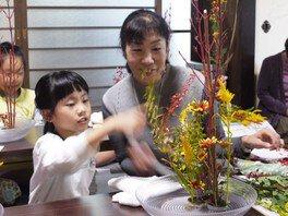 年中行事といけばな「ススキと秋草を和紙にいけよう。」