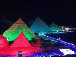 世界中の観光地が光に包まれる
