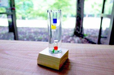 夏の自由研究におすすめワークショップ!「ガラスの中が実験室 ガリレオ温度計作り」