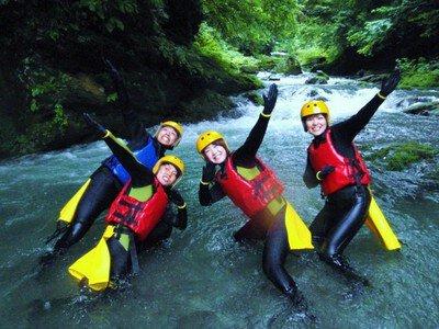 四万 吾妻 キャニオンウォークと洞窟探検「非日常!渓谷と洞窟の探検」アウトドア自然体験・春夏ツアー