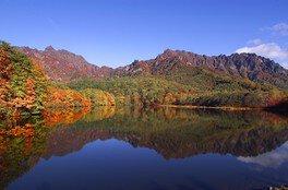 戸隠高原鏡池の紅葉