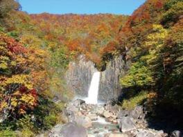 苗名滝の紅葉