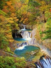 七ツ釜五段ノ滝の美しい眺めを堪能