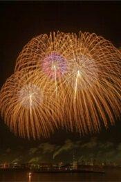 夜空に打ちあがる市民花火には、さまざまな思いが込められている