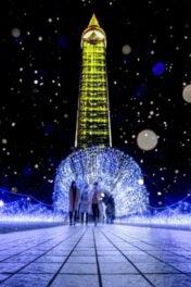 ライトアップされたクロスランドタワーの下には幻想的な光のトンネルが出現