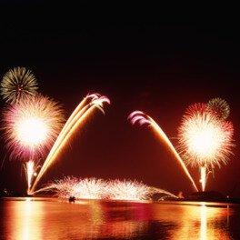 5000発の花火が新潟県上越市の夜空を飾る