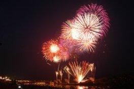 【2020年開催なし】第58回北上みちのく芸能まつり「トロッコ流しと花火の夕べ」