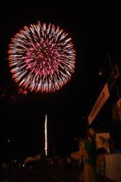 毎年恒例の記念花火も好評だ