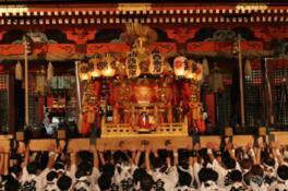 7月24日の還幸祭では3基の神輿が御旅所から氏子市内を巡行し八坂神社へ還る