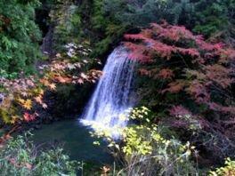 四方木不動滝の紅葉