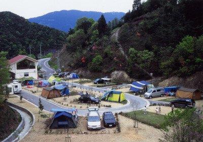 森と湖畔の公園オートキャンプ場