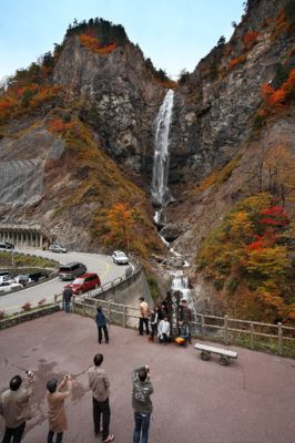 白山白川郷ホワイトロード(ふくべの大滝駐車場:標高900m付近)の紅葉