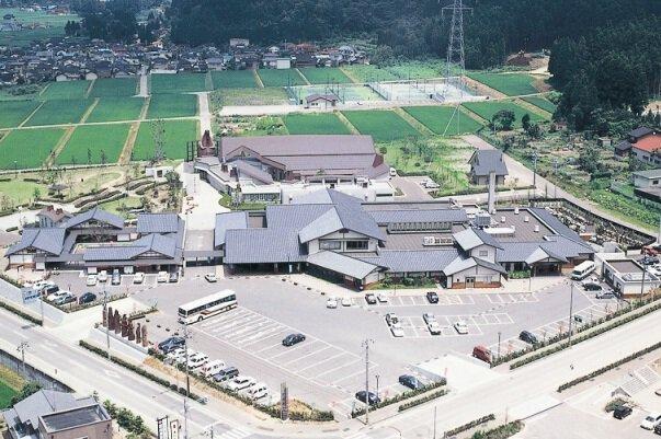 井波 木彫りの里 創遊館