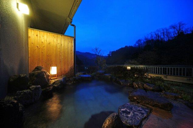 穏やかな風景を眺めながら時間をかけて入浴できる