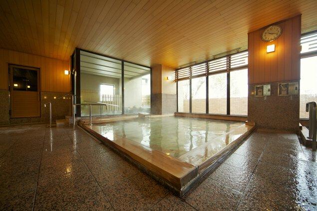 古代檜をふんだんに使用した檜風呂