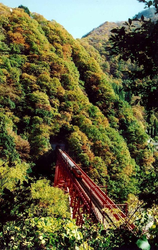 黒部峡谷(宇奈月駅周辺)の紅葉
