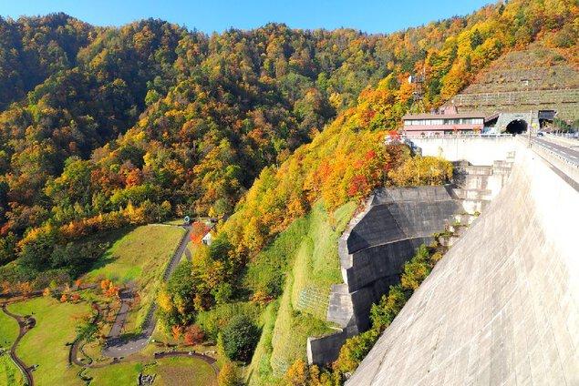定山渓ダム下流園地の紅葉