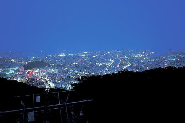 眉山山頂展望所の夜景