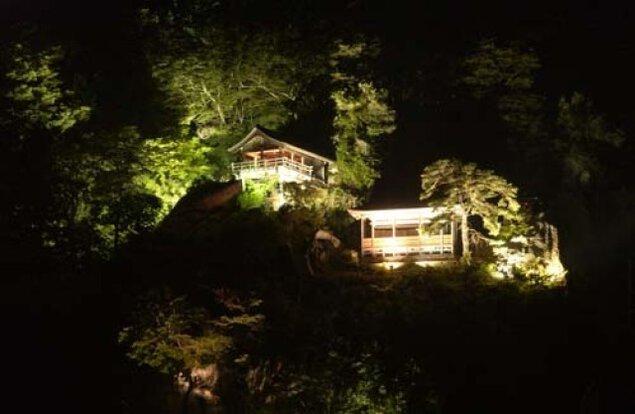 宝珠山ライトアップ・光のロード