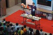 でんきの科学館 実験名人によるサイエンスショー「イマケン先生のサイエンスマジックショー」
