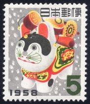 「切手では仲良しー犬と猿 」展