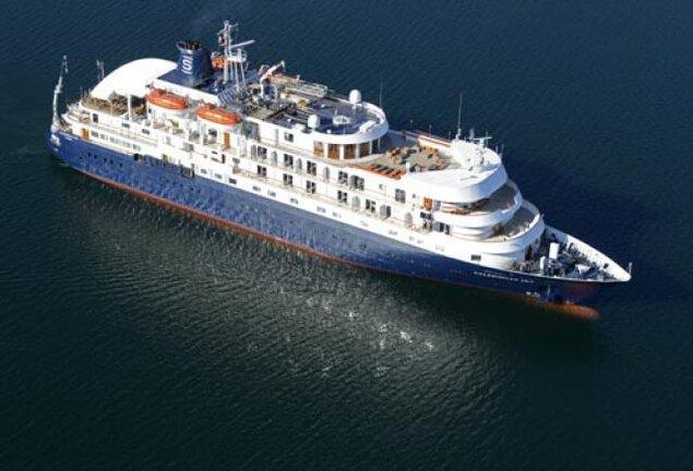 宇野港第一突堤大型客船バース(クルーズポートウノ)入港「カレドニアン・スカイ」
