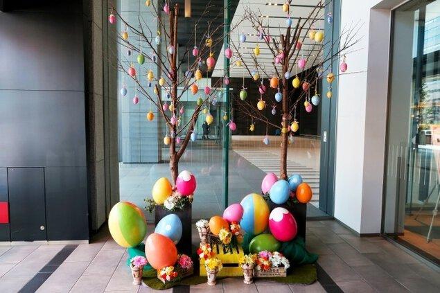 春を祝うイースターモニュメント