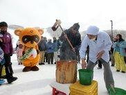 峰の原高原スキー場 Mr.ヌーキーと「もちつき大会」
