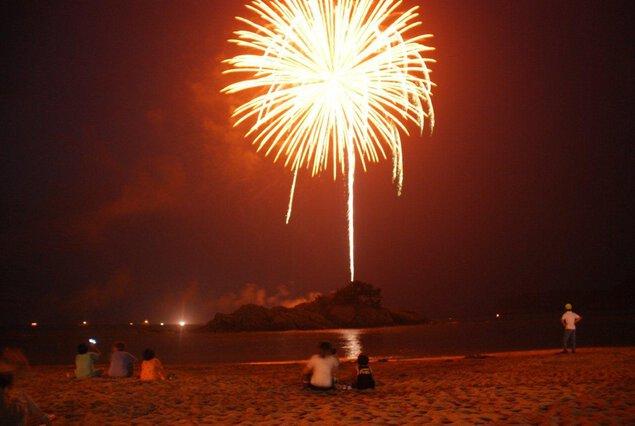 【2018年中止】第31回浦富海岸元気フェスティバル 岩美花火祭り