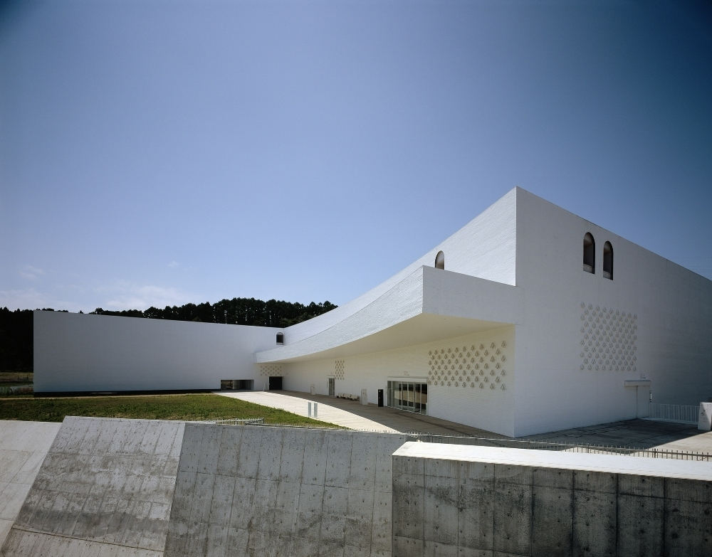 青森県立美術館