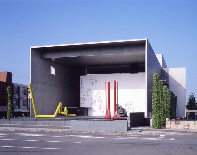 丸亀市猪熊弦一郎現代美術館
