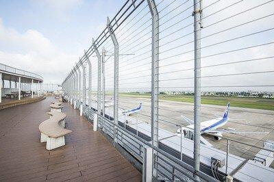 仙台空港の屋上展望デッキ「スマイルテラス」