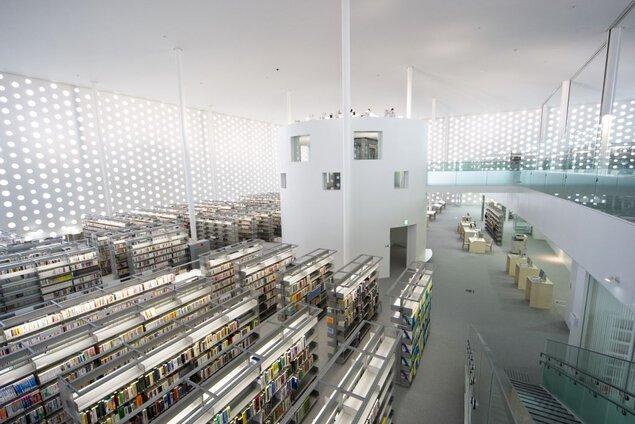 金沢海みらい図書館