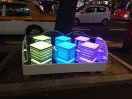 住吉通りには「博多織献上柄」を施したLEDオブジェを設置。街路樹イルミネーションと合わせて写真撮影がオススメ