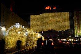 横浜駅西口のイルミは今年で35周年を迎える