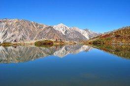 水面に白馬連峰を映す神秘的な景色の八方池