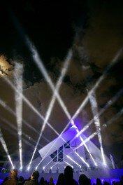 「やまぐち光誕祭」では大内義隆とサビエルの出会いで生まれた奇跡をサーチライト・レーザーなどの光で演出する